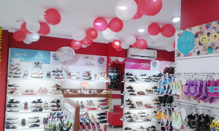 Bina is a small town in Madhya Pradesh where Liberty has spread its wings. In accordance with its strategy of making quality footwear available in a upper class ambience Liberty new store opened to an enthusiastic response on 1st October in the Shastri Ward, Station Road in Bina.
