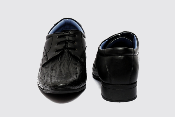 Buy a classic and cardinal pair of formal shoes with the dual tone upper from Fortune