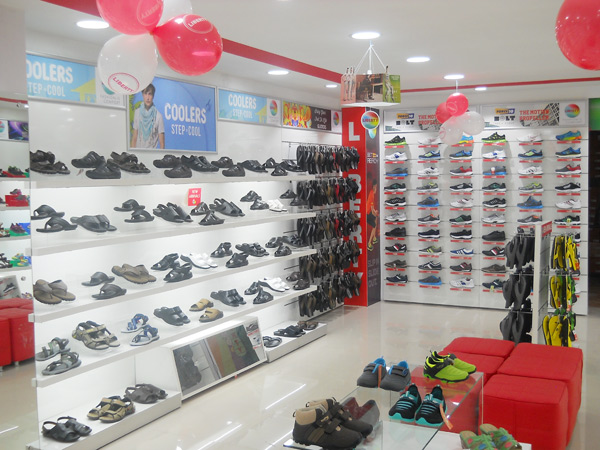 Liberty shoes launched an exclusive showroom situated at Ignou road, Delhi exhibiting its fashionable and comfortable collection of footwear for men, ladies and women. The showroom offer s a beguiling ambience and a spacious selling area.